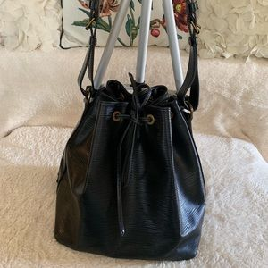 LV Petit Noe Epi Leather Bucket in Black